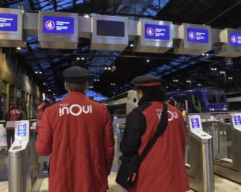 Des agents SNCF à la gare de Lyon, à Paris, le 12 décembre 2019