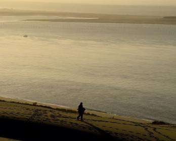 Un homme sur la dune du Pyla, le 23 novembre 2017