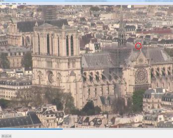 Une capture d'écran de la webcam pointée sur Notre-Dame de viewsurf.com, lundi 15/04 à 17h05