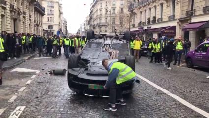 Des Voitures Sans Plaque D Immatriculation Detruites Samedi A Paris