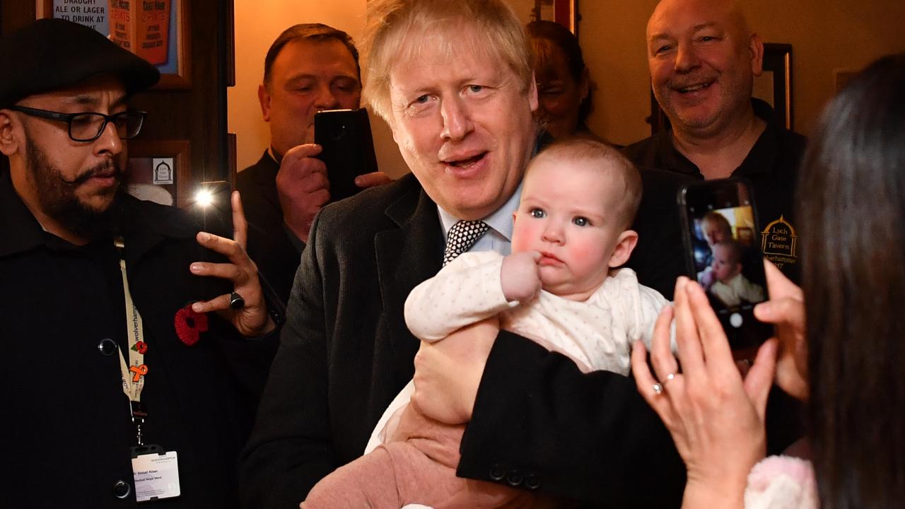 """Boris Johnson prédit un """"baby boom"""" post-Brexit, faux exemple à"""