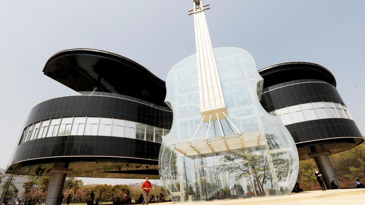 هذه صورة مبنى للمعارض في الصين وليست لمدرسة موسيقى في كوريا الجنوبية في ميزان فرانس برس